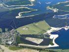 Teil der Lausitzer Seenkette mit Senftenberger See (vorn links), Geierswalder See (vorn rechts), Partwitzer See (oben rechts) und Sedlitzer See (oben Mitte) [Quelle: LMBV]